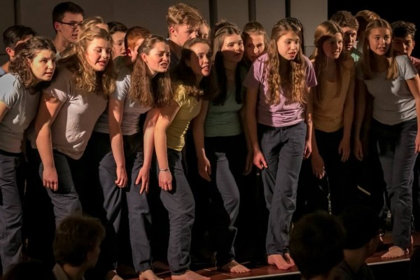 Live-AD audioskript: Theaterstück Spurensuche